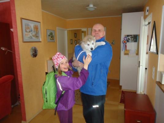 Sisu, Hannu ja Helmi lähdössä - Siiri meni jo autoon :)